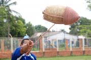 Este trompo pesa aproximadamente 6 kilos y fue hecho con madera del árbol de mango.