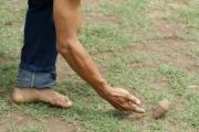 Juegos tradicionales llaneros: Tomando el trompo en la mano.
